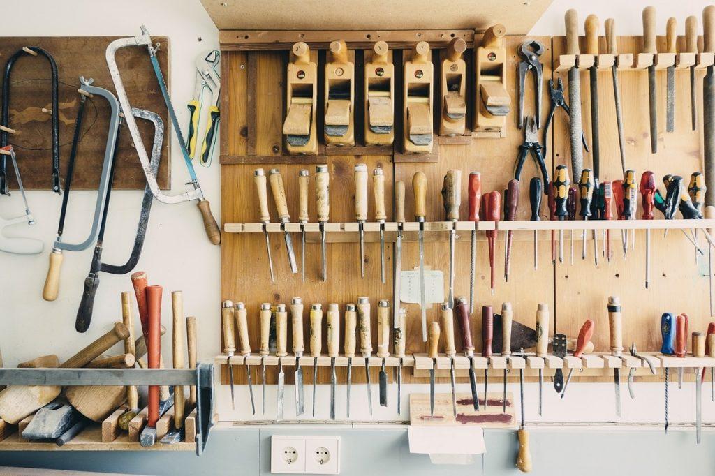 Kleinreparaturen werden selbständig durchgeführt, passendes Werkzeug vorhanden.