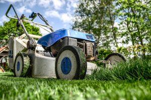 Mäharbeiten ; Rasenpflege, Rasen mähen durch Krechting Dienstleistungen Ortenau, Offenburg, Schutterwald